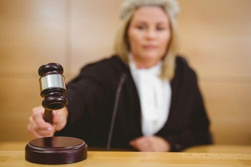 הרשעת הנאשם על מעשה מגונה שביצע במהלך השוד תיוותר על כנה
